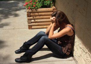 14383533_s-adolescente-llorando
